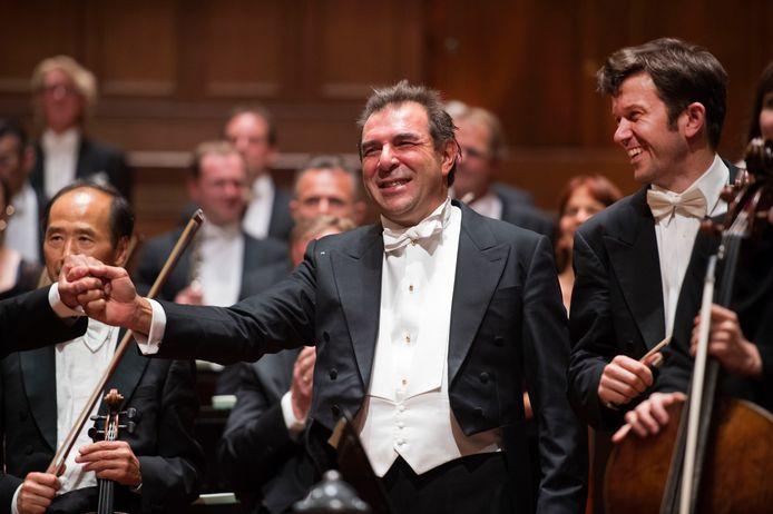 Dirigent Gatti moest weg bij het Concertgebouworkest wegens grensoverschrijdend gedrag.