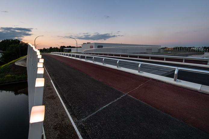 De Boekelosebrug zou te glad zijn voor motorrijders.
