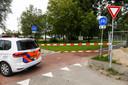 De politie heeft het gebied rondom de sloot afgezet.