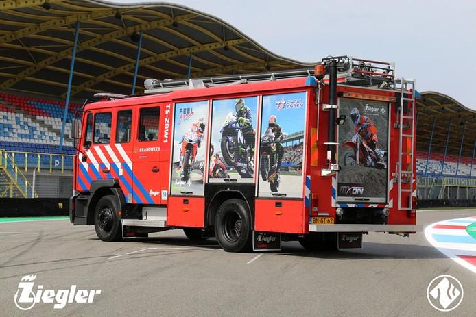 De oude brandweerauto van post Helvoirt krijgt een tweede leven op het TT-circuit in Assen.