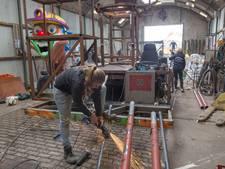 Carnavalswagens Oirschot en Geldrop weer afgetuigd