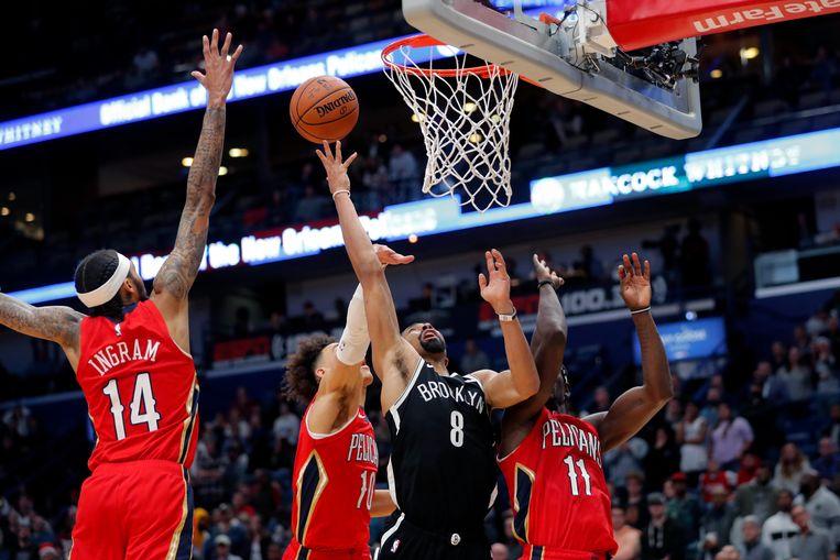 Spencer Dinwiddie van de Brooklyn Nets probeert te scoren.
