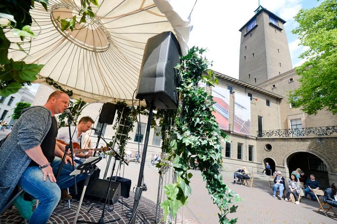 Op verschillende locaties in de stad klinkt vanaf zaterdag weer livemuziek.