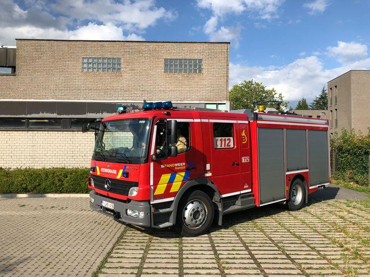 De brandweer kwam ter plaatse voor het vermeende zwavelzuurlek aan de achterkant van het zwembad in Kontich.