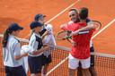 Novak Djokovic knuffelde er op los tijdens de Adria Tour, ook met Viktor Troicki.
