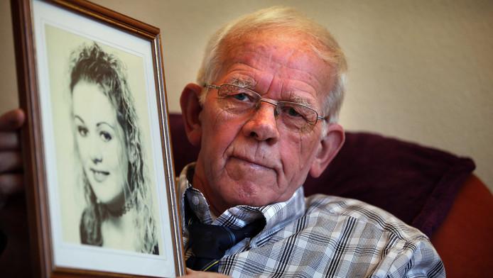 Vaatstra, hier in 2012, toont een foto van zijn dochter