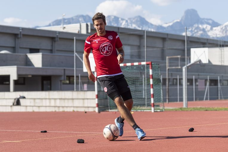 Gregory Greg Karlen, een speler van het Zwitserse FC Thun, tijdens een individuele training.