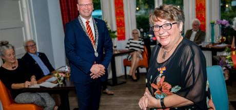 Deze keer krijgt Miny van der Zande uit Apeldoorn wél een lintje