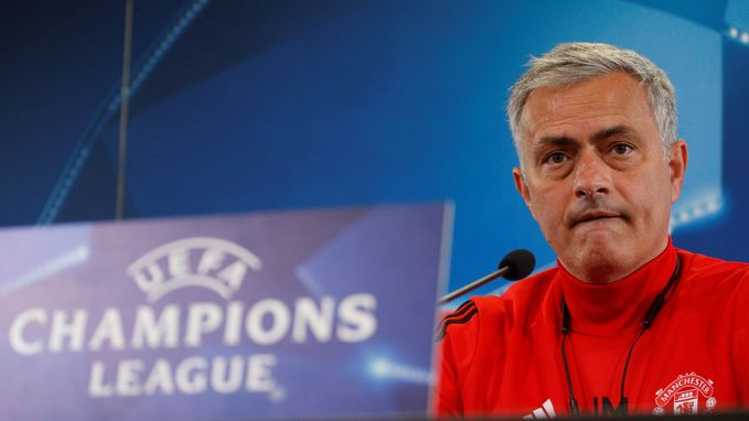 """Mourinho: """"Ik verwacht niet dat Fellaini lang out zal zijn"""""""