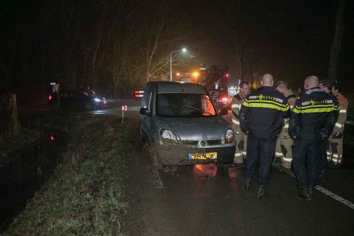 Autodief rijdt de sloot in en slaat na ongeluk op de vlucht in Randwijk.