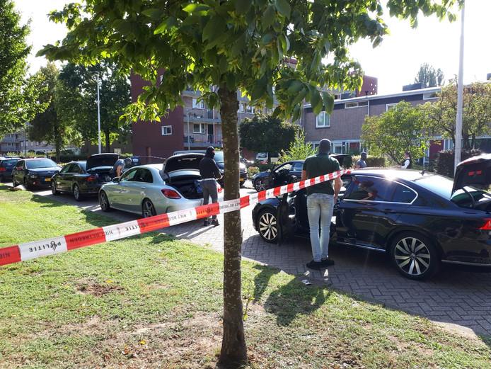 Een arrestatieteam maakt zijn opwachting nabij de Karel Doormanstraat in Arnhem.