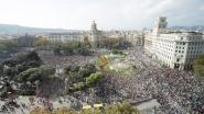 Spanje vaardigt nieuw Europees arrestatiebevel uit tegen Carles Puigdemont, separatisten komen massaal op straat
