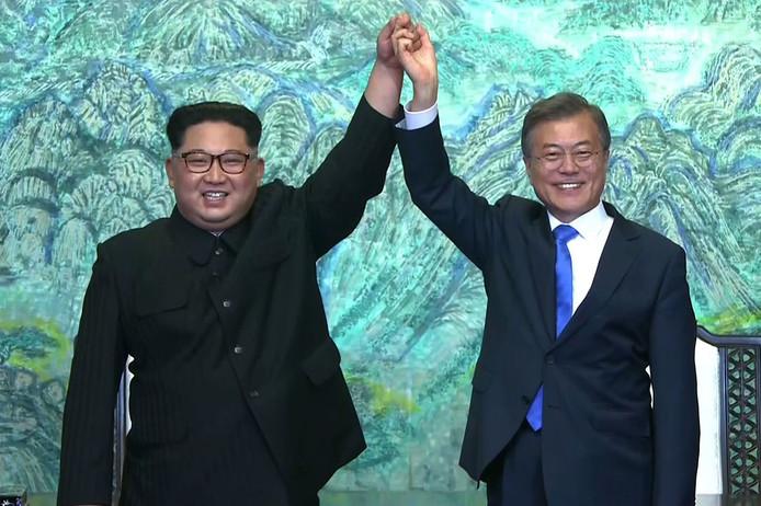 Kim en Moon vieren hun voornemen de vrede te tekenen.