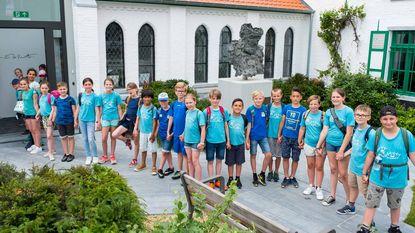 Leerlingen vormen 1,2 kilometer lange 'Vriendschapsketting'