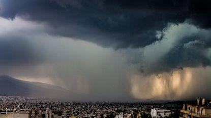 Na maandenlange droogte teisteren regen, hagel en wind grote delen van Griekenland
