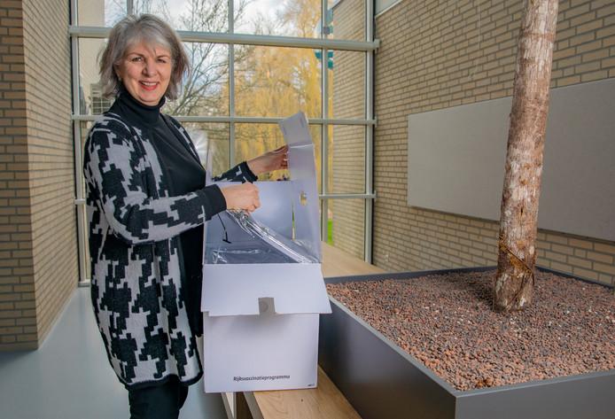 Stafarts jeugdgezondheid Marjolein van der Laan van GGD Noord- en Oost Gelderland. Ze wil de vaccinatiegraad in haar werkgebied verhogen.