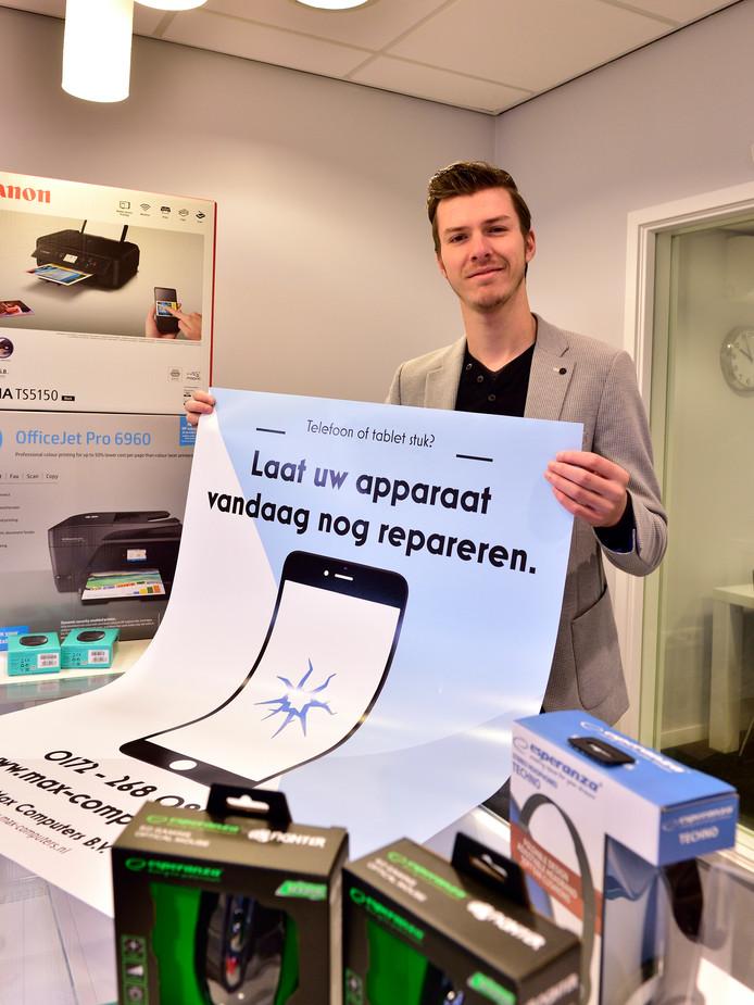 Max van Herk is 19 jaar en heeft een eigen zaak, die vandaag in Bodegraven opent. Hij verkoopt en repareert computers.