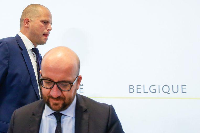 Staatssecretaris voor Asiel en Migratie Theo Francken (N-VA) en premier Charles Michel (MR).