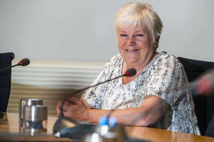 """Ellen van Oevelen stapt op als gemeenteraadslid voor de PvdA in Woensdrecht. Ze is volgende week voor het laatst van de partij in de raadszaal in Hoogerheide. """"Ik heb er geen zin meer in. Digitaal vergaderen vind ik vreselijk."""" foto Tonny Presser/Pix4Profs"""