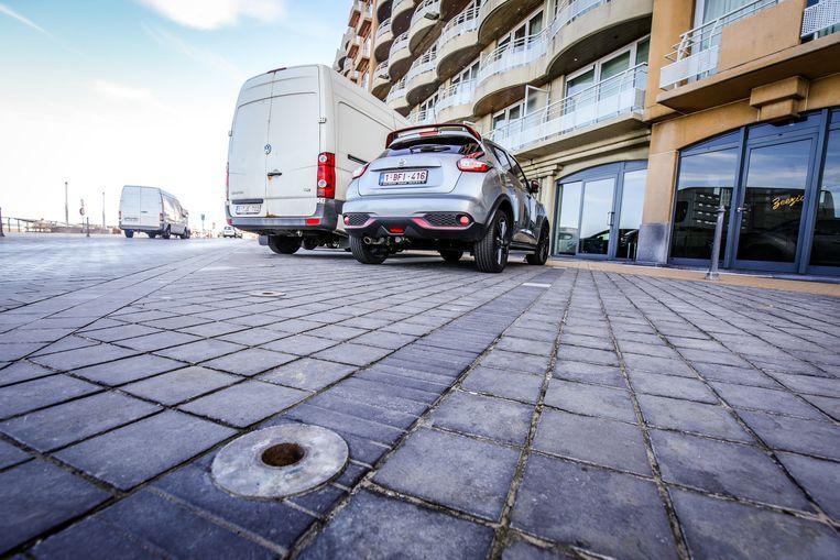 Nu de stad de paaltjes liet wegnemen, kunnen er opnieuw auto's parkeren.