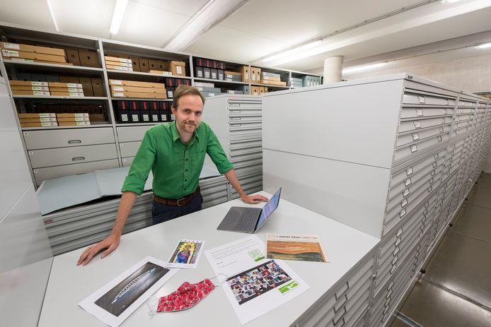 Léon Masselink van het Regionaal Archief Rivierenland gaat met het 'team coronacollectie' een archief aanleggen van de invloed van de coronapandemie op het Rivierengebied.