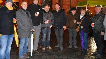 Inwoners genieten van gratis drankje en hapje tijdens nieuwjaarsreceptie op Sint-Goriksplein