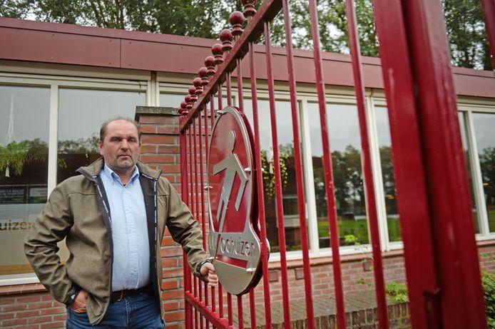 Bat ter Haar, voozitter van voetbalclub VV Lochuizen over de gevolgen van weer gedwongen kantinesluiting.