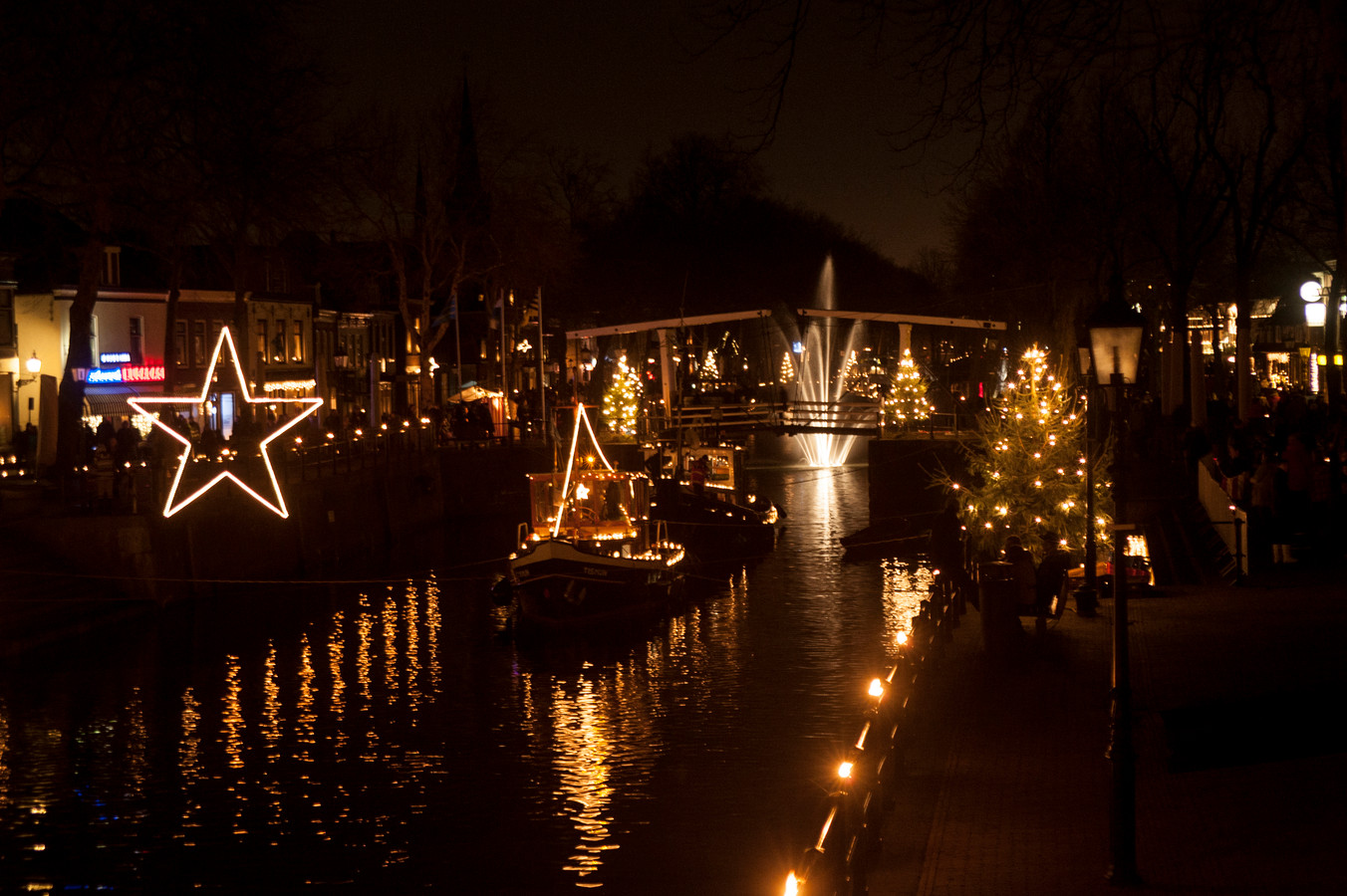Meer dan 10.000 kaarsjes tijdens het jaarlijkse evenement Kaarslicht in Vreeswijk.