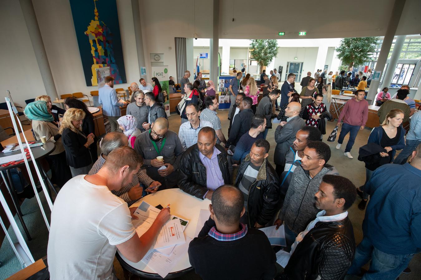 IMpact hield dinsdagmiddag een banenmarkt voor statushouders uit Kampen en Dronten in het stadhuis van Kampen.