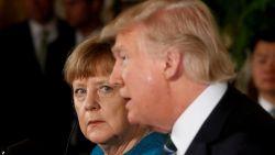 Trump schoof Angela Merkel NAVO-factuur van 345 miljard euro onder de neus