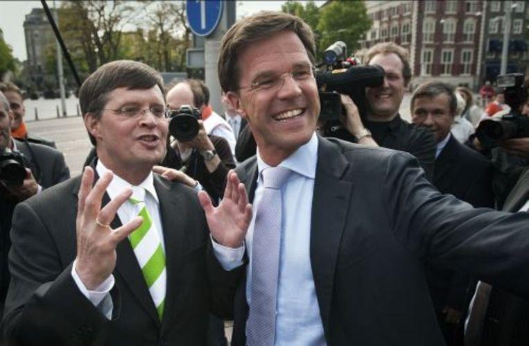 Mark Rutte ontmoet dinsdag in Den Haag demissionair premier Jan Peter Balkenende tijdens de aftrap van de verkiezingscampagnes van de VVD en CDA. ANP Beeld