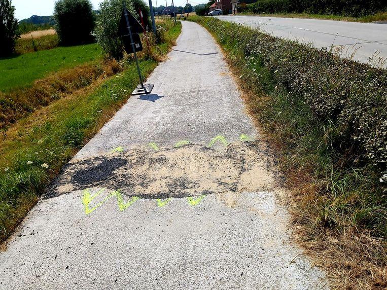Het betonfietspad langs de Bankelindeweg werd deels opgestuwd door het warme weer. Het fietspad werd al voorlopig hersteld. Een definitieve herstelling volgt later..