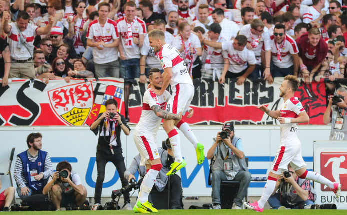 Vreugde bij de spelers en supporters van VfB Stuttgart.