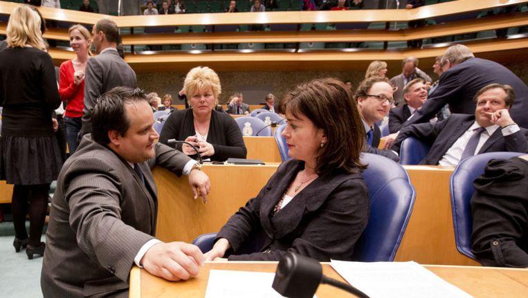 Minister De Jager en Jolande Sap tijdens het debat over het akkoord van de 'Kunduz'-coalitie. Beeld null