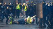 Frankrijk: vier gele hesjes in snelrecht veroordeeld tot vier maanden cel, president Macron waarschuwt geweldplegers