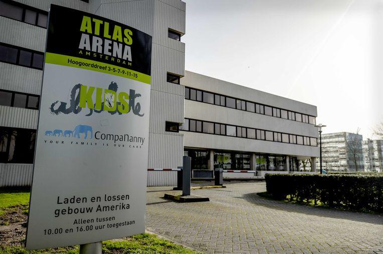 Exterieur van kinderdagverblijf CompaNanny Atlas Arena in Amsterdam. De vestiging blijft tenminste twee weken dicht. Beeld ANP