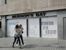 Straatbeeld: twee maanden voor opening Hudson's Bay hangt het logo al
