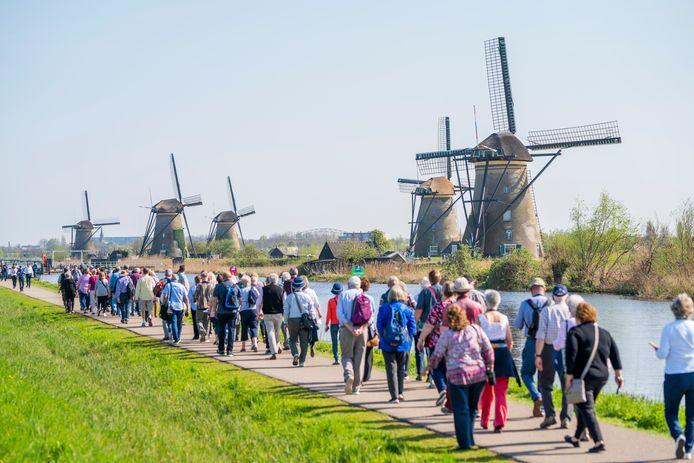 Toerisme bij de molens van Kinderdijk. Tijdsbeeld april 2018.