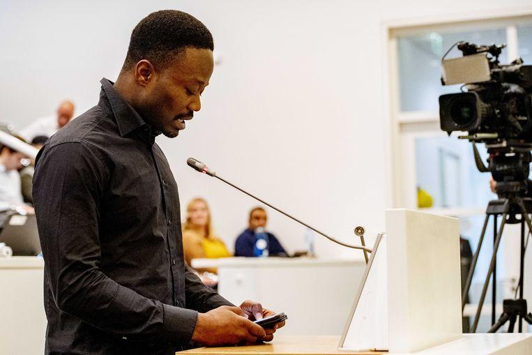 Inspreker Jerry Afriyie tijdens de extra vergadering over de vrijheid van demonstratie en de aanval op een vergadering van Kick Out Zwarte Piet. Een bijeenkomst van actiegroep KOZP is met geweld verstoord, waarbij er vernielingen zijn aangericht in het pand aan de Beatrijsstraat. Beeld ANP