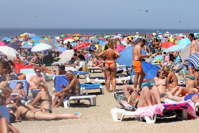 Strandgangers krijgen bericht als er in de drukte, zoals hier in Rockanje, een kind wordt vermist.
