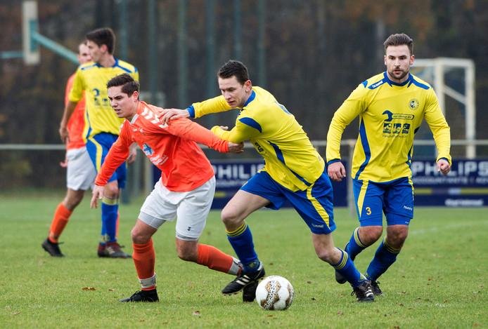 Een voetbalwedstrijd op sportpark Kranenhof.