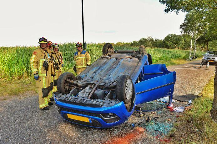 Twee personen raakten gewond na het ongeval in Hoogeloon.