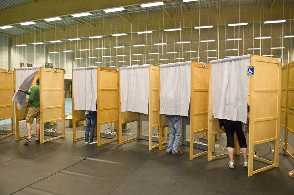 Bijzitters moeten helpen de verkiezingen in goede banen te leiden.