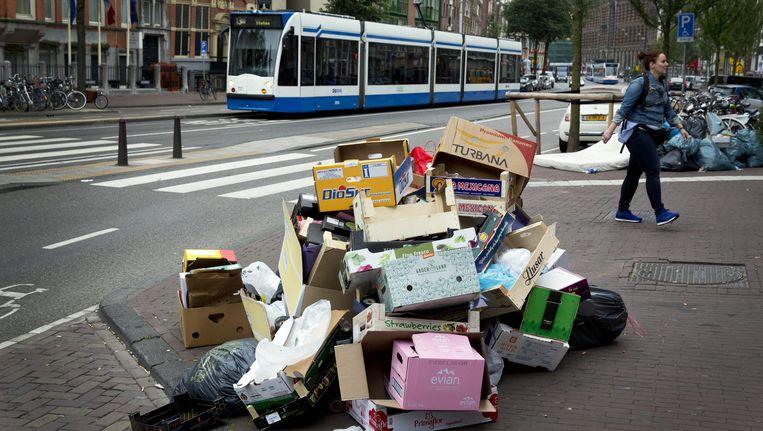 Ook voor het uitschrijven van boetes voor verkeerd buitengezet huisvuil ontvangt de gemeente geen vergoeding meer Beeld anp