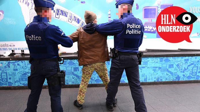 De agenten die getuigen, niét op de foto, klagen over vriendjespolitiek en machtsmisbruik.