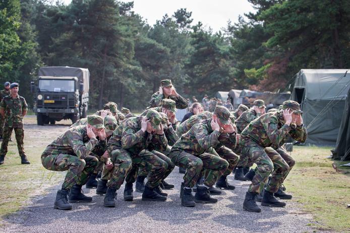 KMA-cadetten in opleiding.