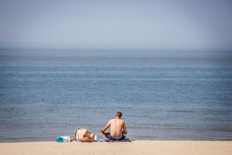 Badgasten op het strand van Middelkerke, enkele dagen geleden.