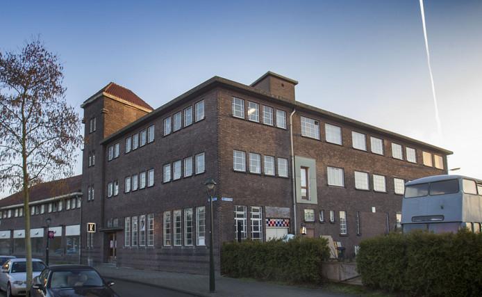 Het gebouw NRE 2 aan de Nachtegaallaan in Eindhoven. De cpo-groep NRE Twee wil het verbouwen tot 10 woningen.