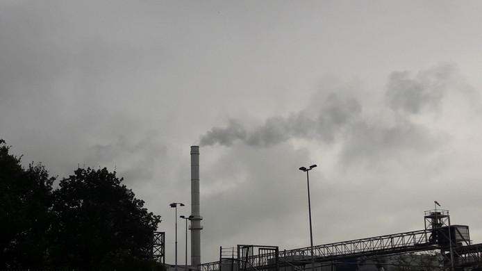 De vele pluimen van vroeger zijn verdwenen, nog een enkele uitstoot van stoom bewijst dat de campagne begonnen is.