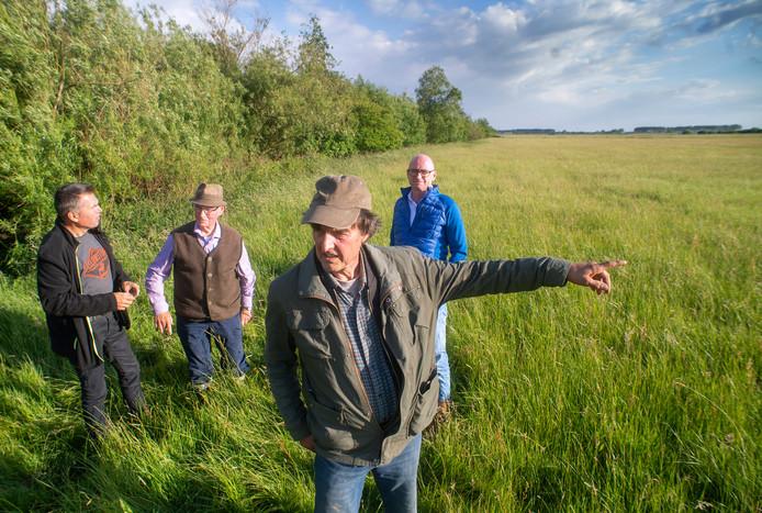Eendenkooikers op locatie bij Gewandeweg in Lith, (v.l.n.r.): Noud Sommers, Diel van Helvoort, Hans de Jonge en Pascal Spelier.